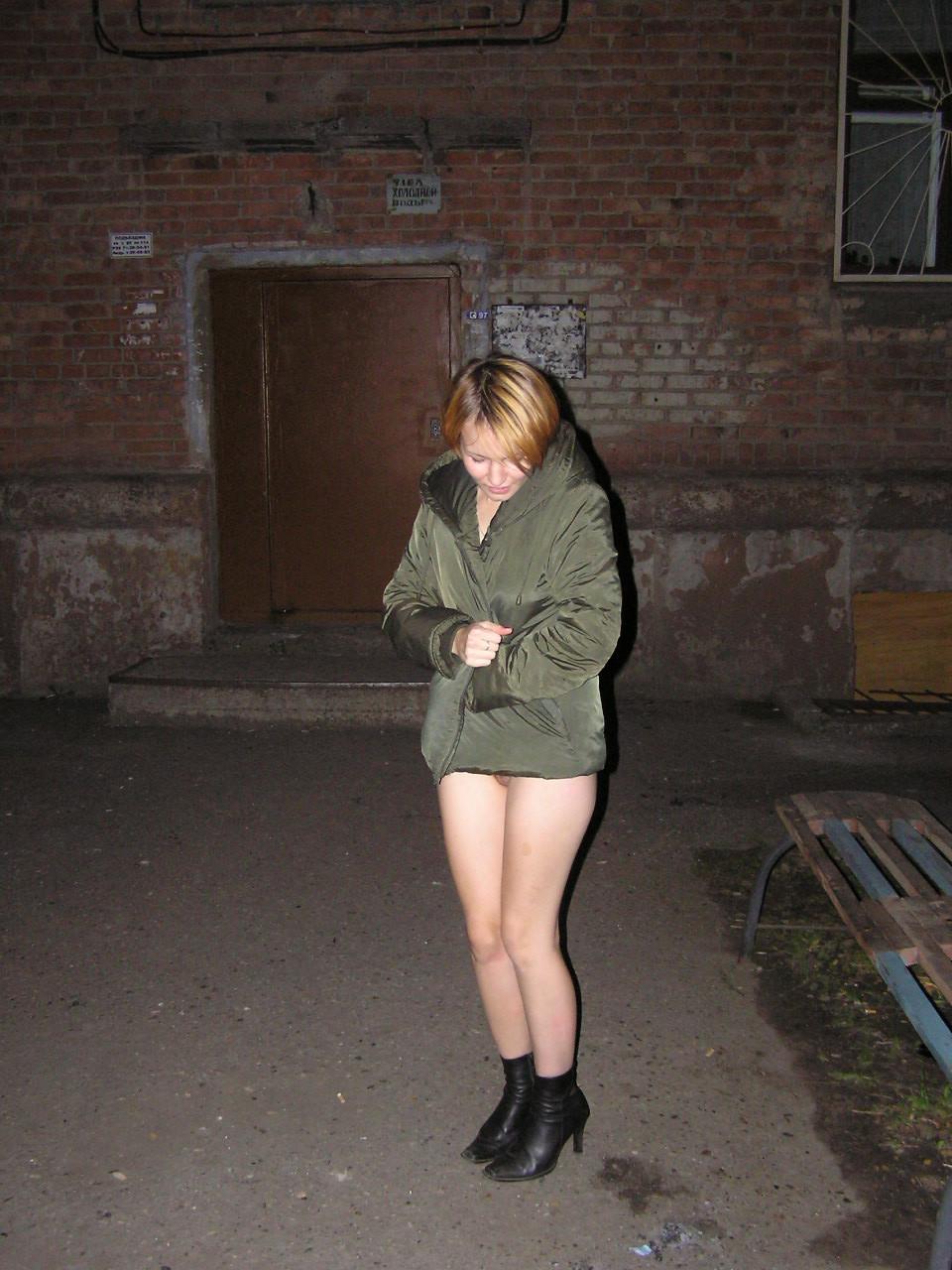 Сибирячка без комплексов хвастается писькой и сисяндрами в людном месте