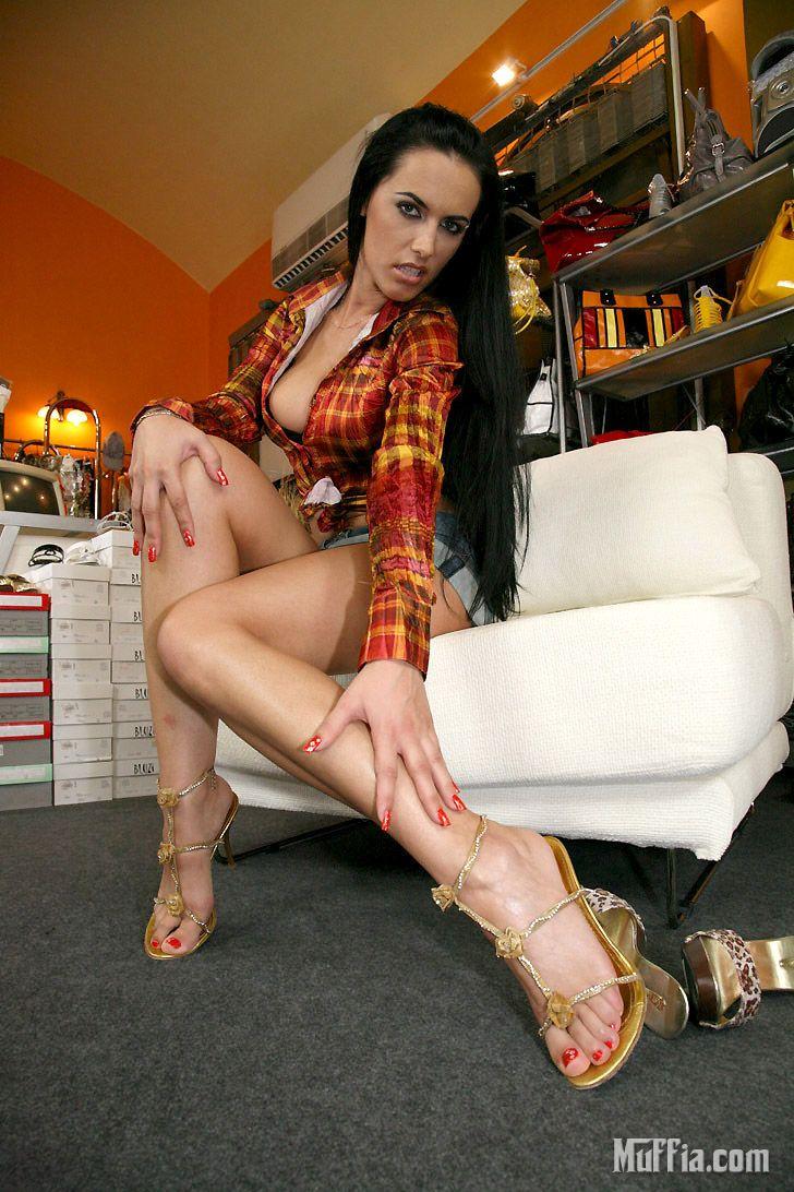 Милая Mela в мини-юбке и открытых бикини вылизана и оттрахана в дыру