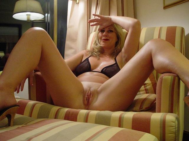 Сексапильные тетки демонстрируют свои пёзды