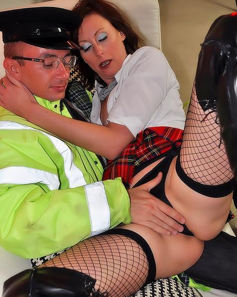 Секс в униформе с ненасытным гаишником